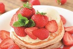 旬の苺を先取り!!MANOA 3月限定あまおうパンケーキ